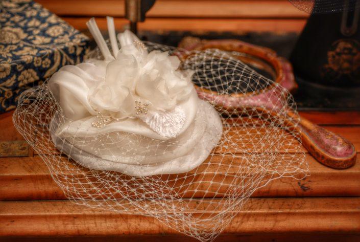 Una toque in sisal veletta e perle